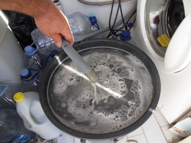 Reutilizar a água da maquina de lavar roupa